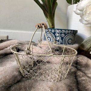 🔹3/$20 | Mini Wire Basket | Storage & Dress up
